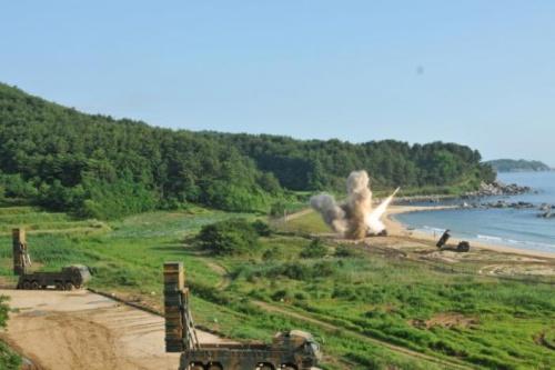 Cuộc tập trận chung bắn đạn thật của Mỹ và Hàn Quốc diễn ra sáng nay. Ảnh: Reuters.