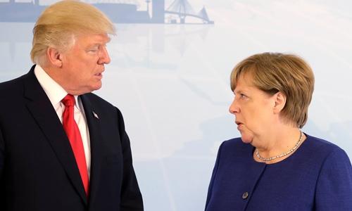 Tổng thống Mỹ Donald Trump và Thủ tướng Đức Angela Merkel gặp nhau tại Hamburg, Đức, ngày 6/7. Ảnh: reuters.