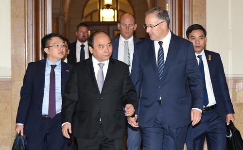 Thủ tướng Nguyễn Xuân Phúc và Thị trưởng Rotterdam Ahmed Aboutaleb. Ảnh: VGP.