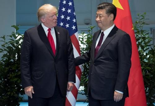 Tổng thống Mỹ và Chủ tịch Trung Quốc trong cuộc gặp tại Đức. Ảnh: Reuters.