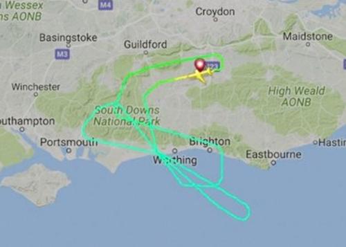 Máy bay bay vòng trên trời để đốt bớt nhiên liệu trước khi hạ cánh. Đồ họa: Flightradar.