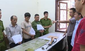 Nghi phạm người Lào đeo súng lên đạn khi mang 28 bánh heroin